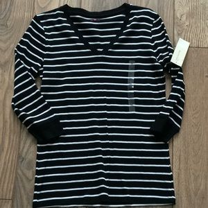 Jones New York striped v-neck top